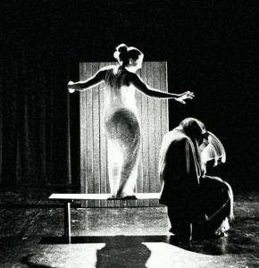 Jeanne is Visited by an Apparition (Brynna Jourden & Andy Clawson)| Jeanne the Maid 2003 | Photo: Zhenya Lavy